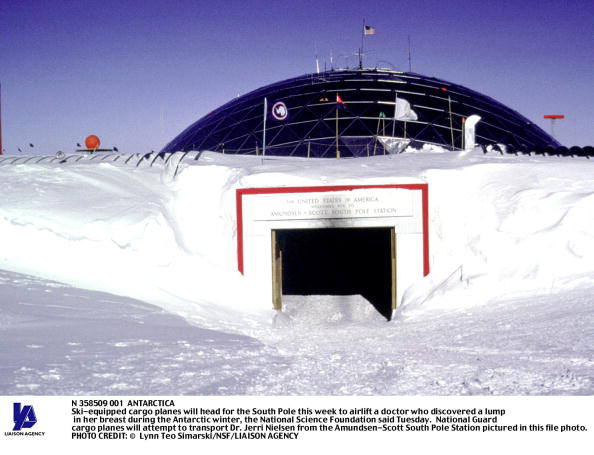Ski Pole「Ski Equipped Cargo Planes Will Head For The South Pole This Week To Airlift A Doctor Who」:写真・画像(11)[壁紙.com]