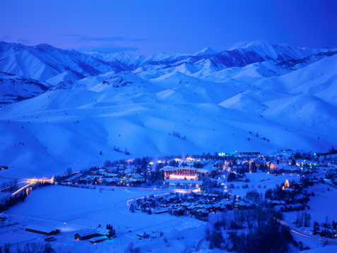 Ski Resort「Idaho,Sun Valley Lodge at dusk」:スマホ壁紙(9)