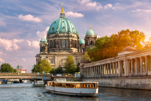 Cathedral「Berlin, A tour boat on the Spree River」:スマホ壁紙(9)