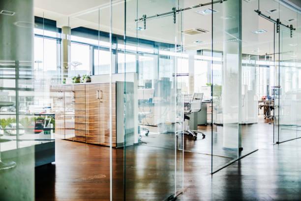 A Modern Office Environment:スマホ壁紙(壁紙.com)