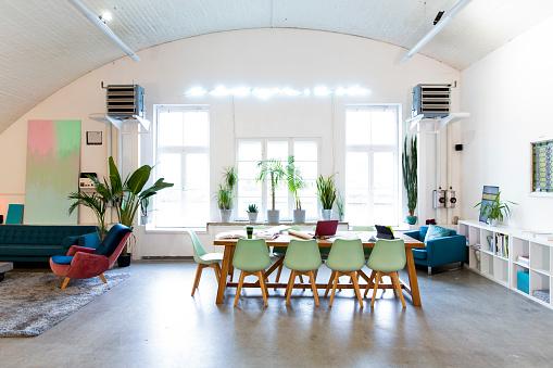 New Business「Modern office interior」:スマホ壁紙(4)