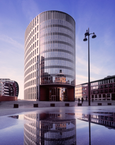 North Brabant「Modern office building with its reflection.」:スマホ壁紙(18)