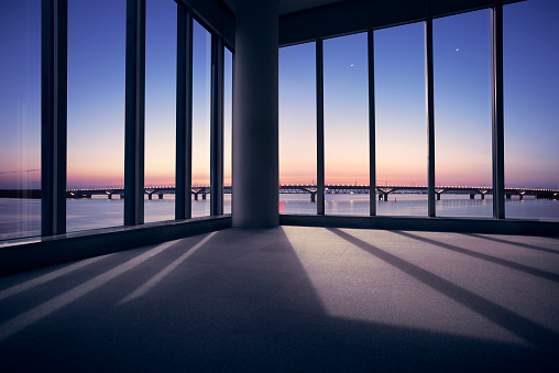 Twilight「Modern office with window view of large bridge across river」:スマホ壁紙(17)