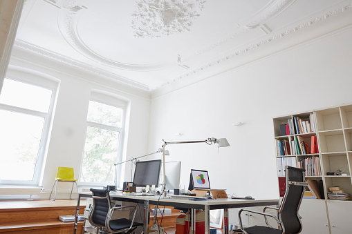Stucco「Modern office with stucco ceiling」:スマホ壁紙(0)