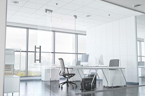 Office Chair「Modern Office Room With Glass Walls」:スマホ壁紙(14)