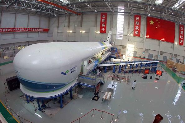 Hydraulic Platform「China's First Jumbo Jet C919 Enters Test Phase」:写真・画像(17)[壁紙.com]