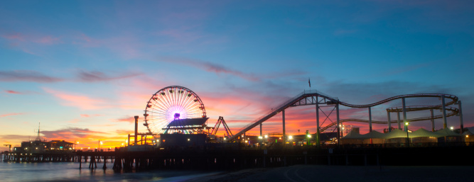 Santa Monica「Amusement park on waterfront at night」:スマホ壁紙(2)