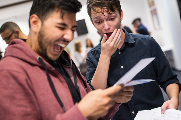 A-Levels「Sixth Form Students Receive Their A'Level Results」:写真・画像(3)[壁紙.com]