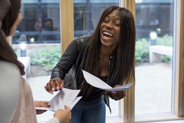 A-Levels「Sixth Form Students Receive Their A'Level Results」:写真・画像(4)[壁紙.com]
