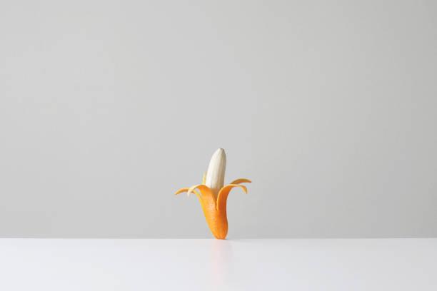 Conceptual banana in an orange skin:スマホ壁紙(壁紙.com)