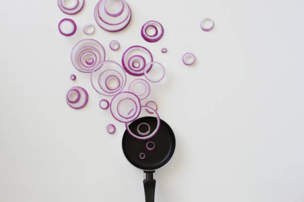 Conceptual red onion ring steam over a frying pan:スマホ壁紙(壁紙.com)