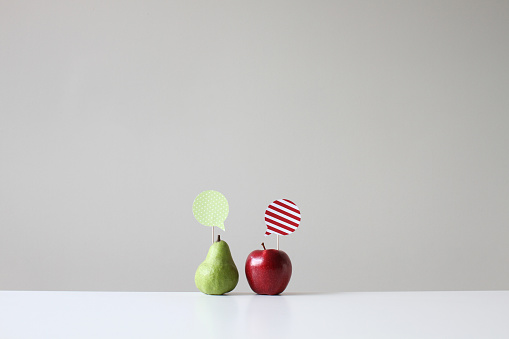Communication「Conceptual apple and pear with speech bubbles」:スマホ壁紙(8)