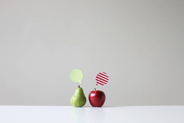 Conceptual apple and pear with speech bubbles:スマホ壁紙(壁紙.com)