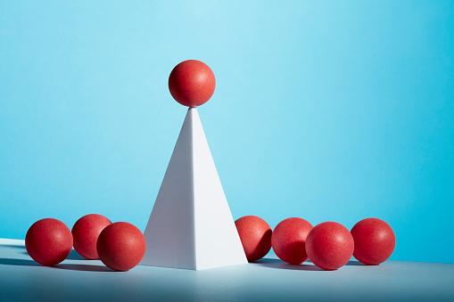 Success「Conceptual image of geometric blocks」:スマホ壁紙(0)