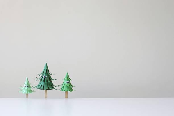 Conceptual trees with googly eyes:スマホ壁紙(壁紙.com)