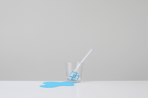 Paper Craft「Conceptual Papermade ice melting in glass with straw」:スマホ壁紙(8)
