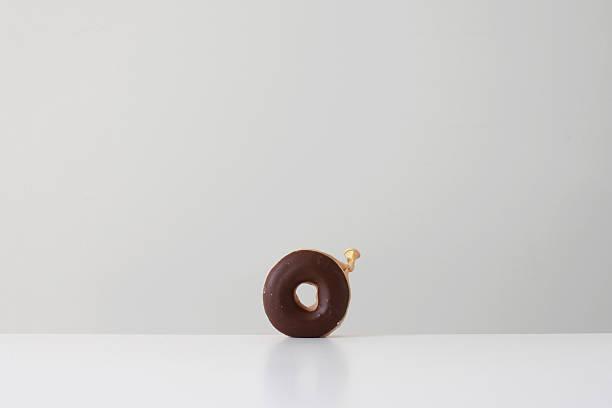 Conceptual donut made from a balloon:スマホ壁紙(壁紙.com)