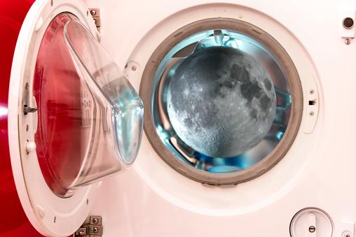 Porthole「Conceptual view of moon through a porthole」:スマホ壁紙(19)
