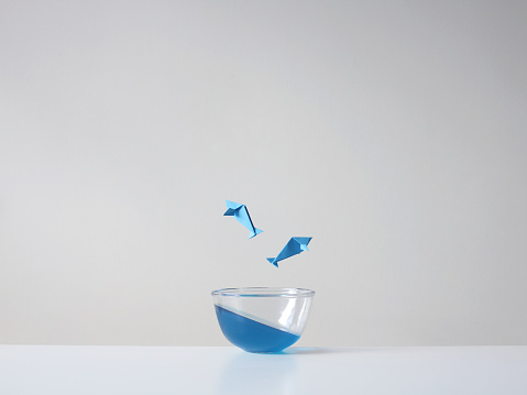 Paper Craft「Conceptual fish jumping out of a glass bowl」:スマホ壁紙(16)