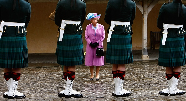 Visit「Queen Elizabeth II Visits The 5th Battalion Of The Royal Regiment」:写真・画像(19)[壁紙.com]