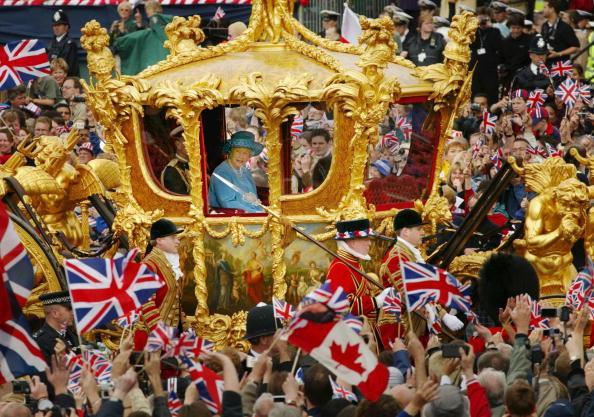 Royalty「Queen Elizabeth at Golden Jubilee Parade」:写真・画像(18)[壁紙.com]