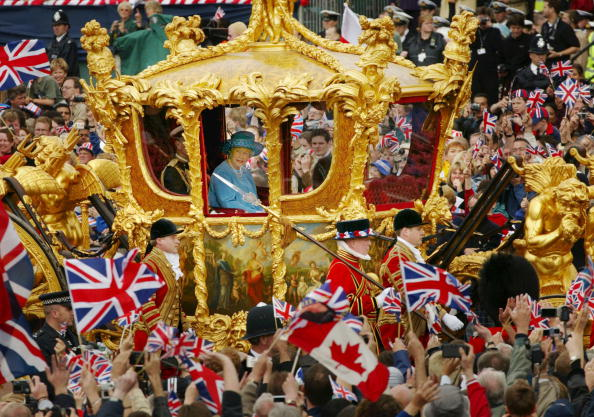 Royal Person「Queen Elizabeth at Golden Jubilee Parade」:写真・画像(7)[壁紙.com]