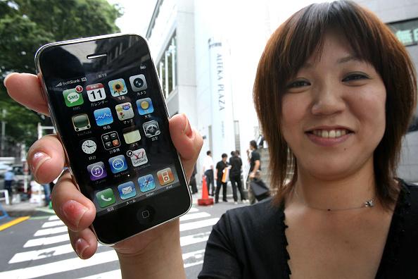 Wireless Technology「iPhone Goes On General Sale In Tokyo」:写真・画像(2)[壁紙.com]