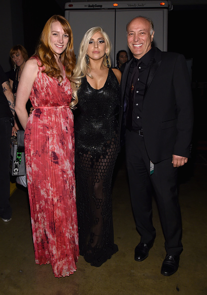 Versace Dress「MusiCares Person Of The Year Tribute To Bob Dylan - Backstage And Audience」:写真・画像(6)[壁紙.com]