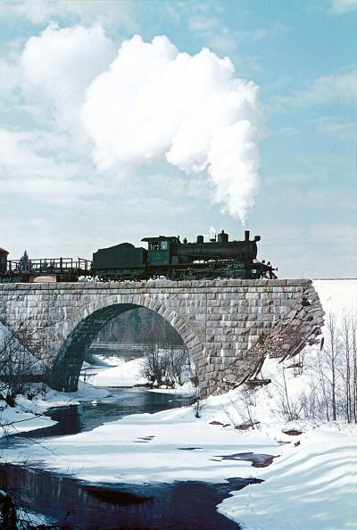 春「Finland's frozen rivers begin to flow again as springtime advances. Here at Hyrynsalmi」:写真・画像(14)[壁紙.com]