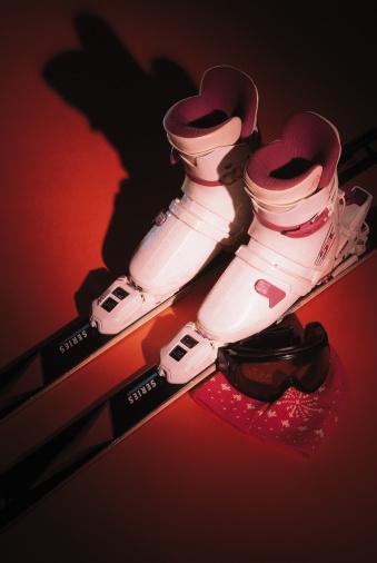 スキーブーツ「Snow boots on skis and goggles」:スマホ壁紙(7)