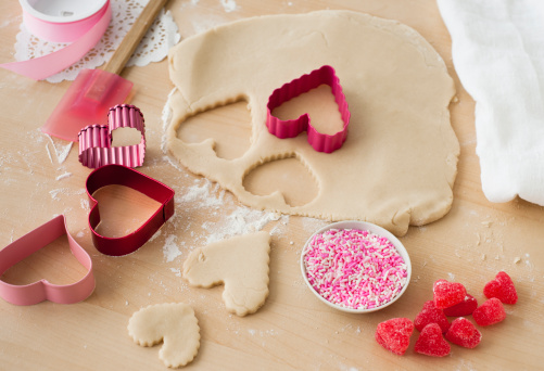 Pastry Cutter「Raw heart-shaped biscuits」:スマホ壁紙(3)