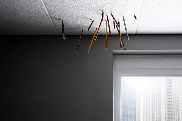 pencils stuck in celling tiles in office:スマホ壁紙(壁紙.com)