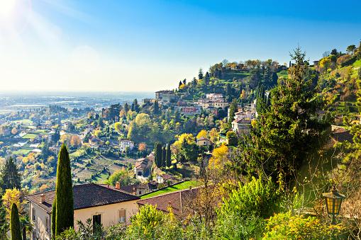Bergamo「Neighborhood of italian city Bergamo in the fall.」:スマホ壁紙(8)