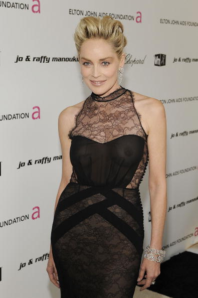 服装「17th Annual Elton John AIDS Foundation Oscar Party - Red Carpet」:写真・画像(10)[壁紙.com]