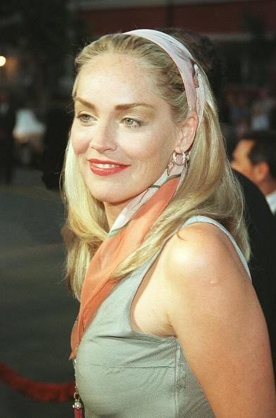 Headband「Sharon Stone's Ex-Boyfriend Now Dating Liz Hurley」:写真・画像(13)[壁紙.com]