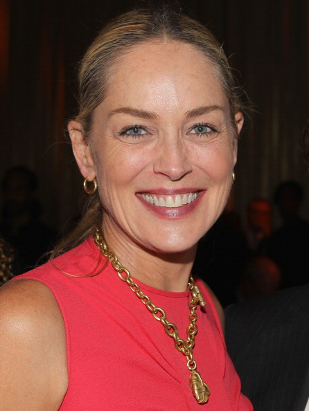 Gold Hoop Earring「Together To End AIDS:  An Evening To Benefit amfAR And GBCHealth - Dinner」:写真・画像(4)[壁紙.com]