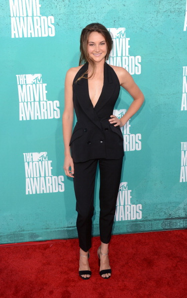 Sleeveless Top「2012 MTV Movie Awards - Arrivals」:写真・画像(11)[壁紙.com]