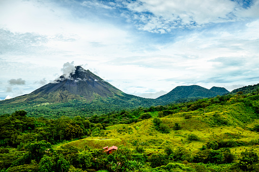 Rolling Landscape「Costa Rica, Views of the Arenal volcano and Cerro Chato」:スマホ壁紙(7)