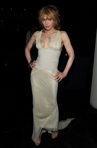 Courtney Love「The Cinema Society With DeLeon Tequila And Moving Pictures Film & Television Host A Screening Of 'Henry's Crime' - After Party」:写真・画像(16)[壁紙.com]