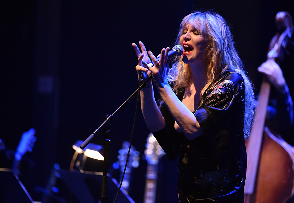 """Courtney Love「The David Lynch Foundation's DLF Live Celebration Of The 60th Anniversary Of Allen Ginsberg's """"HOWL"""" With Music, Words, And Funny People」:写真・画像(17)[壁紙.com]"""