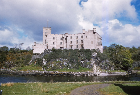 Isle of Skye「Dunvegan Castle From The Seaward Side」:写真・画像(17)[壁紙.com]
