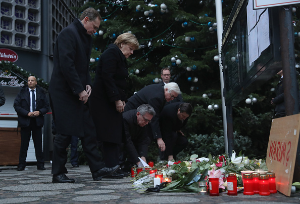 2016 Berlin Christmas Market Attack「Lorry Drives Through Christmas Market In Berlin」:写真・画像(5)[壁紙.com]