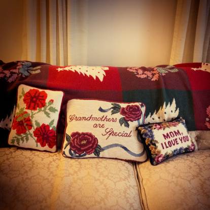 Embroidery「Antique cushions」:スマホ壁紙(1)