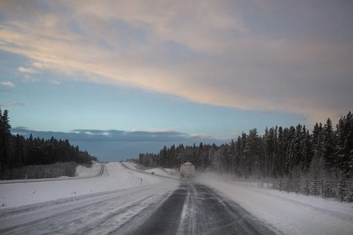 雪の吹きだまり「Vinterväg 私スウェーデン」:スマホ壁紙(4)