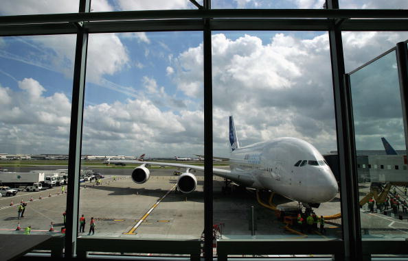 Heathrow Airport「Airbus A380 Super Jumbo Debut Landing At Heathrow」:写真・画像(14)[壁紙.com]