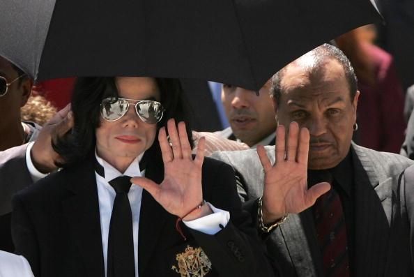 Win McNamee「Verdict in the Michael Jackson Trial」:写真・画像(10)[壁紙.com]