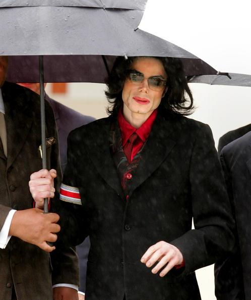 Pouring「Jackson Court Case Continues」:写真・画像(18)[壁紙.com]