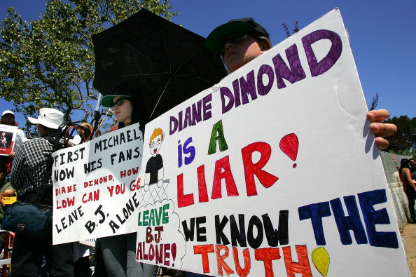 Purity「Jury Deliberation Continues In the Michael Jackson Trial」:写真・画像(1)[壁紙.com]