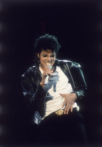 服装「Michael Jackson performing on stage...」:写真・画像(10)[壁紙.com]