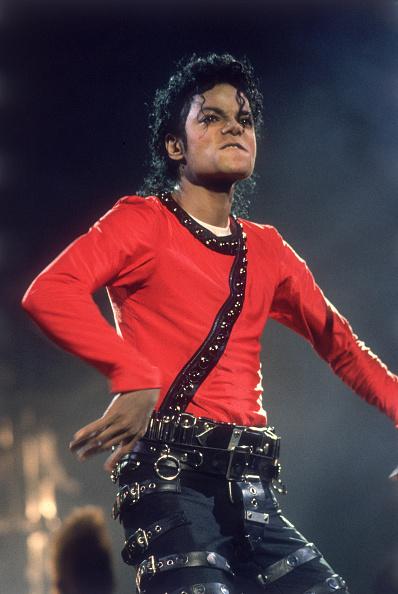 服装「Michael Jackson performing on stage ...」:写真・画像(6)[壁紙.com]